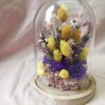 stolpje met bloemen