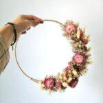 bloemenkrans met droogbloemen